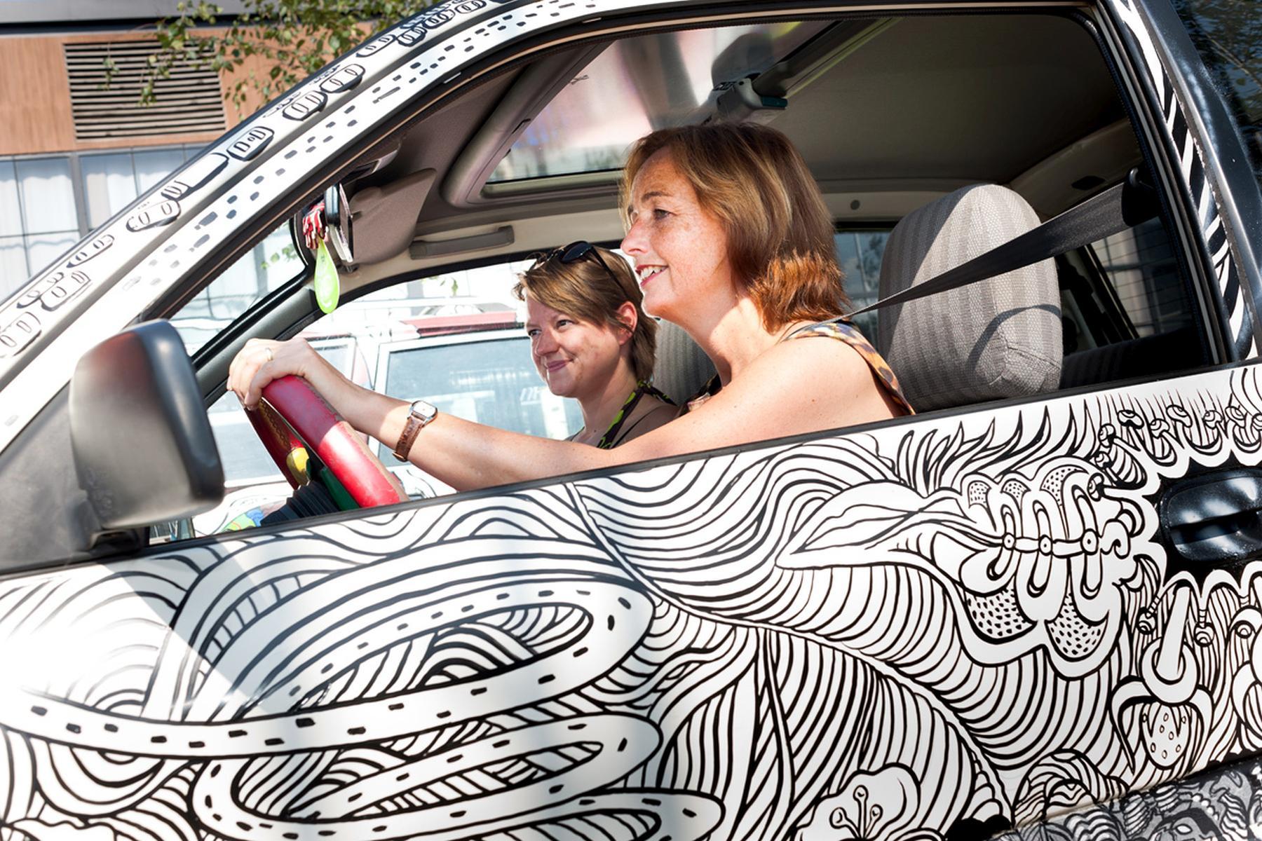 Opening CAR ART door de wethouder Milène Junius en Amber Leeman